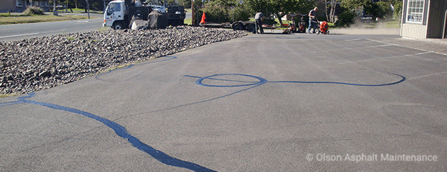 Oregon Asphalt Crack Filling Services